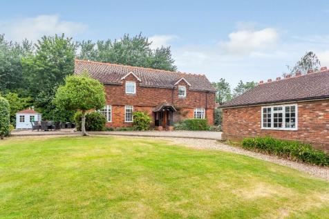 Great Warley Street, Brentwood. 4 bedroom detached house