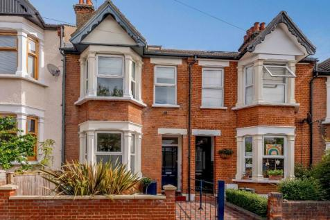 Ingatestone Road, Woodford Green, Essex, IG8. 4 bedroom terraced house