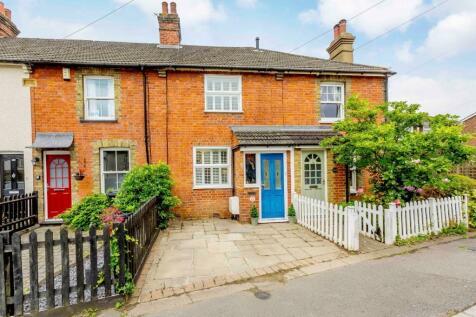 Woodman Road, Brentwood. 3 bedroom terraced house