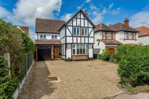 Longstomps Avenue, Chelmsford, Essex, CM2. 4 bedroom detached house