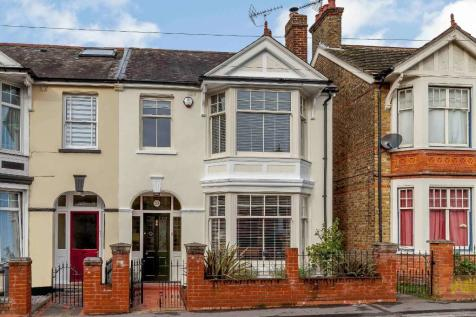 Hill Road, Chelmsford, Essex, CM2. 5 bedroom semi-detached house for sale