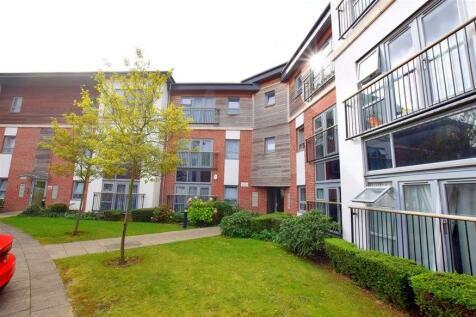 Riverside Close, Romford, Essex, RM1. 2 bedroom flat