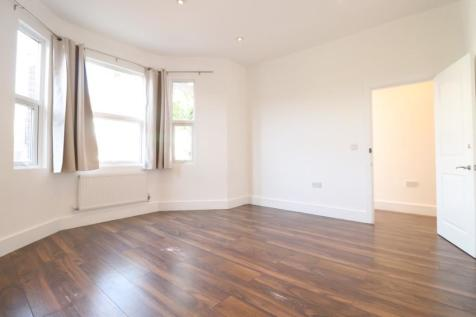 Worple Road, London, SW20. 3 bedroom ground floor flat