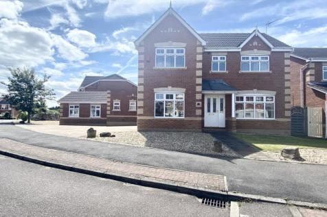 Mackinnon Avenue, Kiveton Park, Sheffield, S26 6QB. 4 bedroom detached house