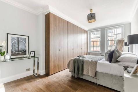 Great Portland Street, Marylebone, London, W1W. 3 bedroom flat