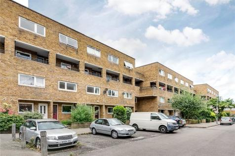 Turenne Close, London, SW11. 3 bedroom flat