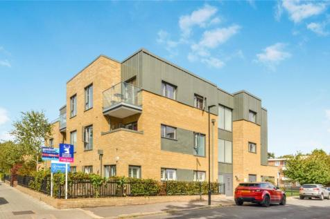 Clarence Walk, London, SW4. 2 bedroom flat for sale