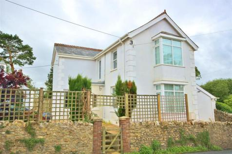 Lyme Road, Axminster. 3 bedroom detached house