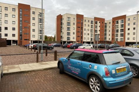 Pilgrims Way, Manchester, Greater Manchester, M50. 3 bedroom flat