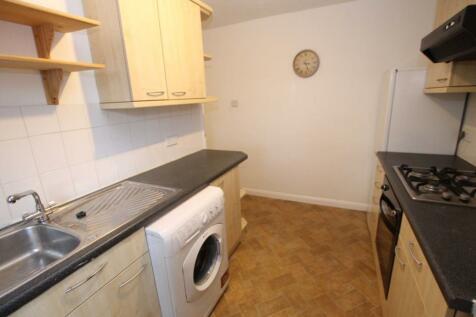 Bushey Road, Raynes Park, SW20. 2 bedroom flat