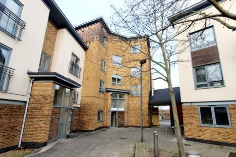 Ballantyne Drive, Colchester. 3 bedroom flat