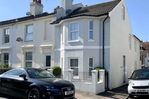 Newcomen Road, Tunbridge Wells, Kent, TN4. 4 bedroom terraced house