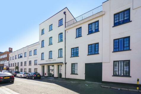 4 Warple Way, Acton, London, W3. 1 bedroom apartment