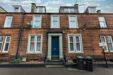 Queen Street, Dumfries. 3 bedroom maisonette