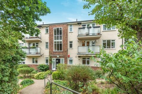 Eglinton Hill London SE18. 2 bedroom flat