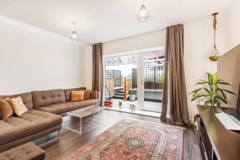 Brookhill Road London SE18. 3 bedroom town house