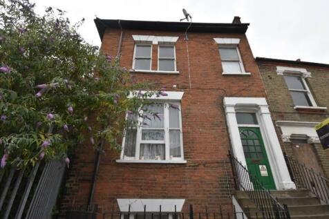 Spray Street London SE18. 3 bedroom flat
