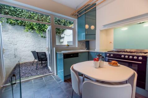 Buckingham Street, York, North Yorkshire, YO1. 2 bedroom serviced apartment