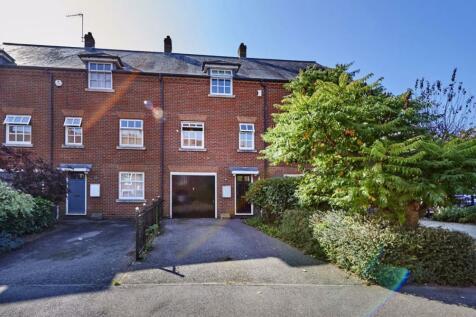 Goldsmith Way.. 3 bedroom flat
