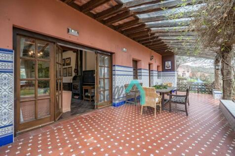 Asturias, Oviedo, Pola de Siero. 8 bedroom villa