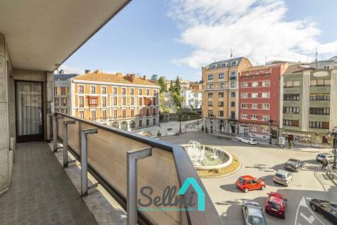 Asturias, Oviedo, Oviedo. 5 bedroom flat
