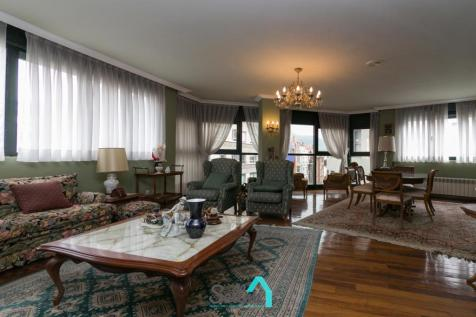 Asturias, Oviedo, Oviedo. 4 bedroom flat for sale