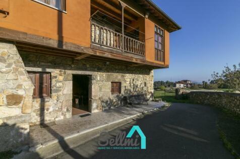 Asturias, Oviedo, Colunga. 4 bedroom terraced house for sale
