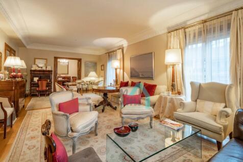 Asturias, Oviedo, Oviedo. 6 bedroom flat for sale