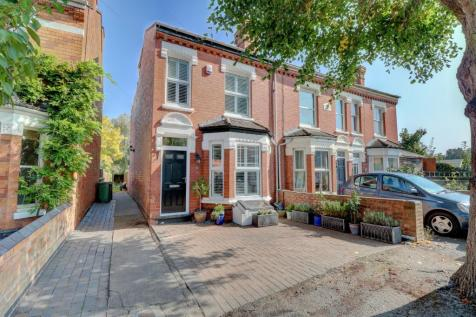 60 Shrubbery Road, Worcester. WR1 1QR. 4 bedroom end of terrace house