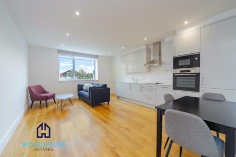 Park Avenue, Bushey, Hertfordshire, WD23. 1 bedroom flat
