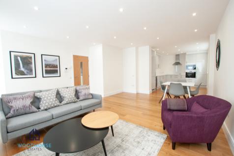 Park Avenue, Bushey, Hertfordshire, WD23. 2 bedroom flat