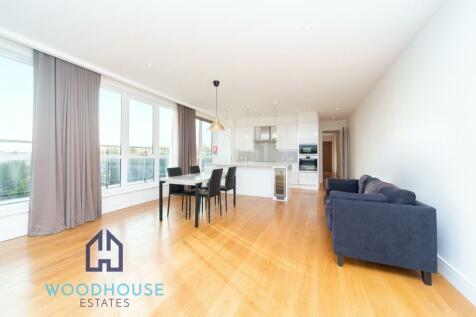 Park Avenue, Bushey, Hertfordshire, WD23. 2 bedroom apartment