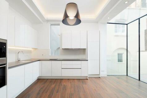 Upper Wimpole Street, Marylebone, London W1. 3 bedroom flat