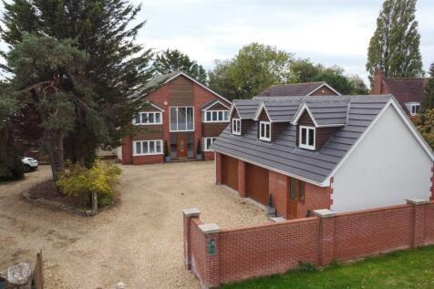Southampton Road, Park Gate, Southampton. 4 bedroom house for sale