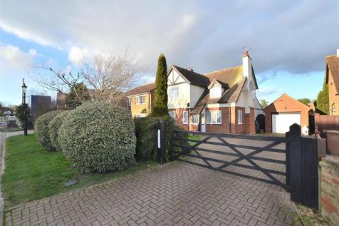 Symonds Green Lane, Stevenage. 3 bedroom detached house for sale