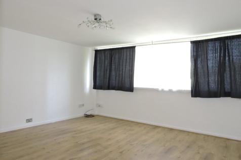 Reynolds House, En1. 3 bedroom maisonette