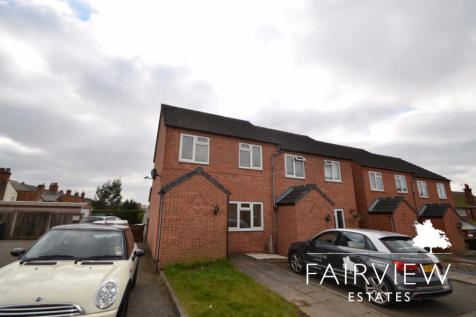 Garden Road, Hinckley, Leicestershire, LE10. 2 bedroom end of terrace house