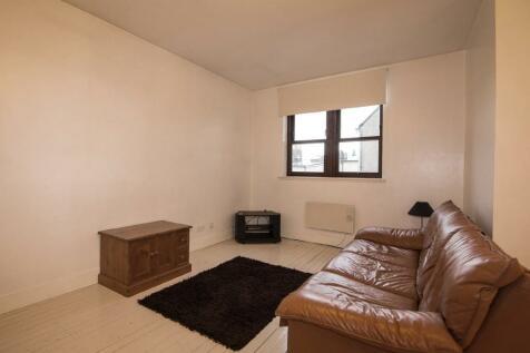 Peter Street, Dundee. 2 bedroom flat