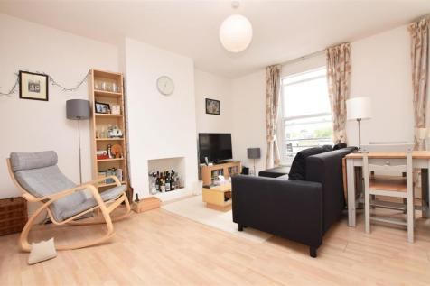 Broad Street, Teddington. 1 bedroom apartment