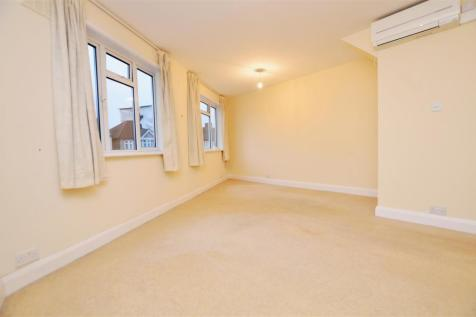 Stanley Road, Teddington. 1 bedroom apartment