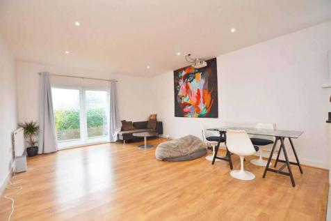 Blagrove Road, Teddington. 1 bedroom apartment