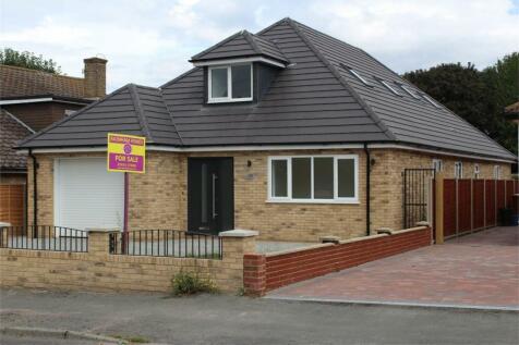 Wigmore Road, Wigmore, Gillingham, Kent. 5 bedroom chalet
