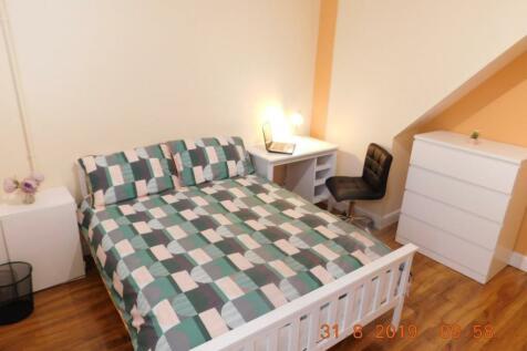 Cauldon Road, Shelton, Stoke-On-Trent. 3 bedroom private halls