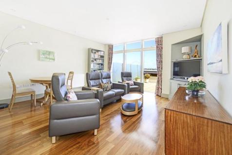 Maumbury Gardens, Dorchester. 2 bedroom flat for sale