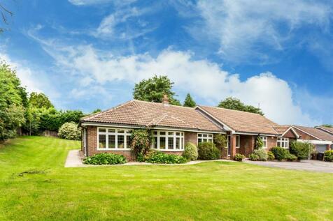 Amenbury Lane, Harpenden. 3 bedroom detached bungalow