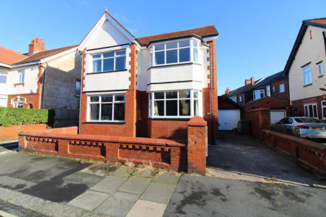 Lincoln Road, Blackpool, FY1. 4 bedroom detached house for sale