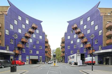 The Circle, Queen Elizabeth Street, London, SE1. Studio flat