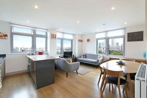 Iona Tower, 33 Ross Way, London, E14. 2 bedroom flat