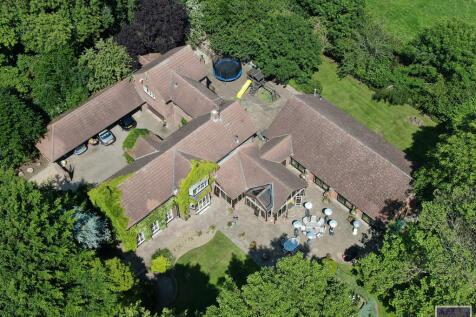 Manor Road, Hatfield, Doncaster. 5 bedroom detached house