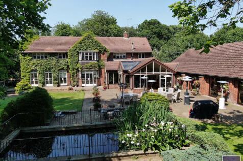 Manor Road, Hatfield, Doncaster. 5 bedroom detached house for sale